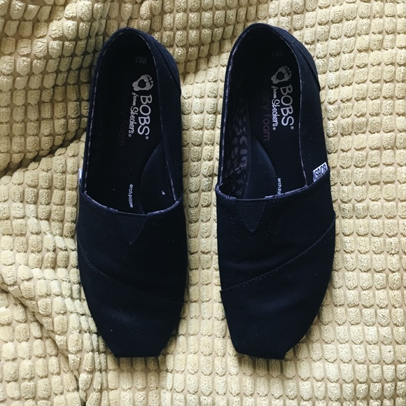 BOBS SIZE 7 WOMENS SHOES- BLACK WITH SILVER THREADS